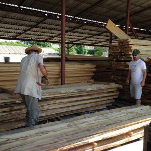 2-picking-out-lumber
